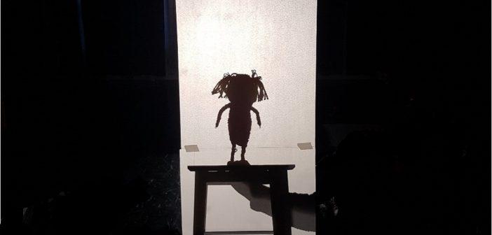 Kunstpedagogisk arbeid med figurteater i barnehagen.